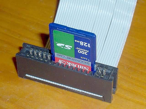 SD/MMC card fits in floppy edge-connector