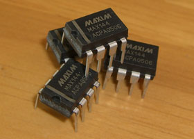PIC18F2550 MAX144 2-Channel ADC