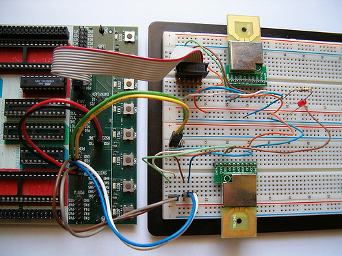Communication of TRW-24G RF modules with AT90S2313 microcontroller