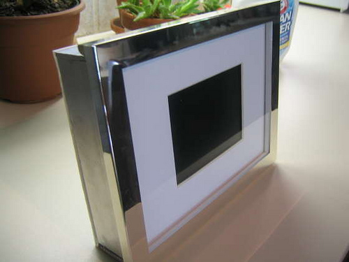 Cheap and Easy Digital Picture Frame