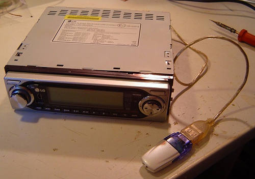 Howto hack USB port on a LG LAC-M6500R MP3 Player