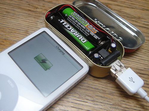 MintyBoost – Small battery-powered USB charger