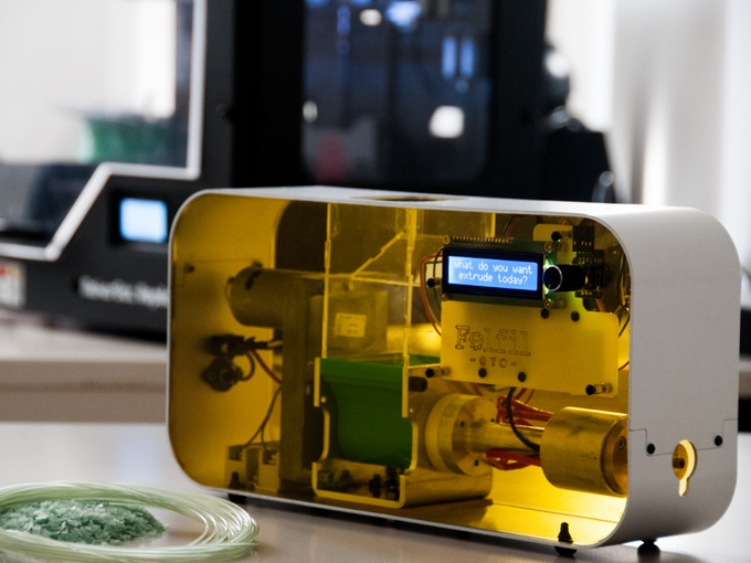 Felfil Evo. A filament extruder for 3D printers made for you by Collettivo Cocomeri