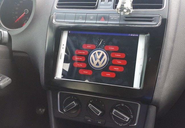 Maker installs an Android tablet in his car's dashboard
