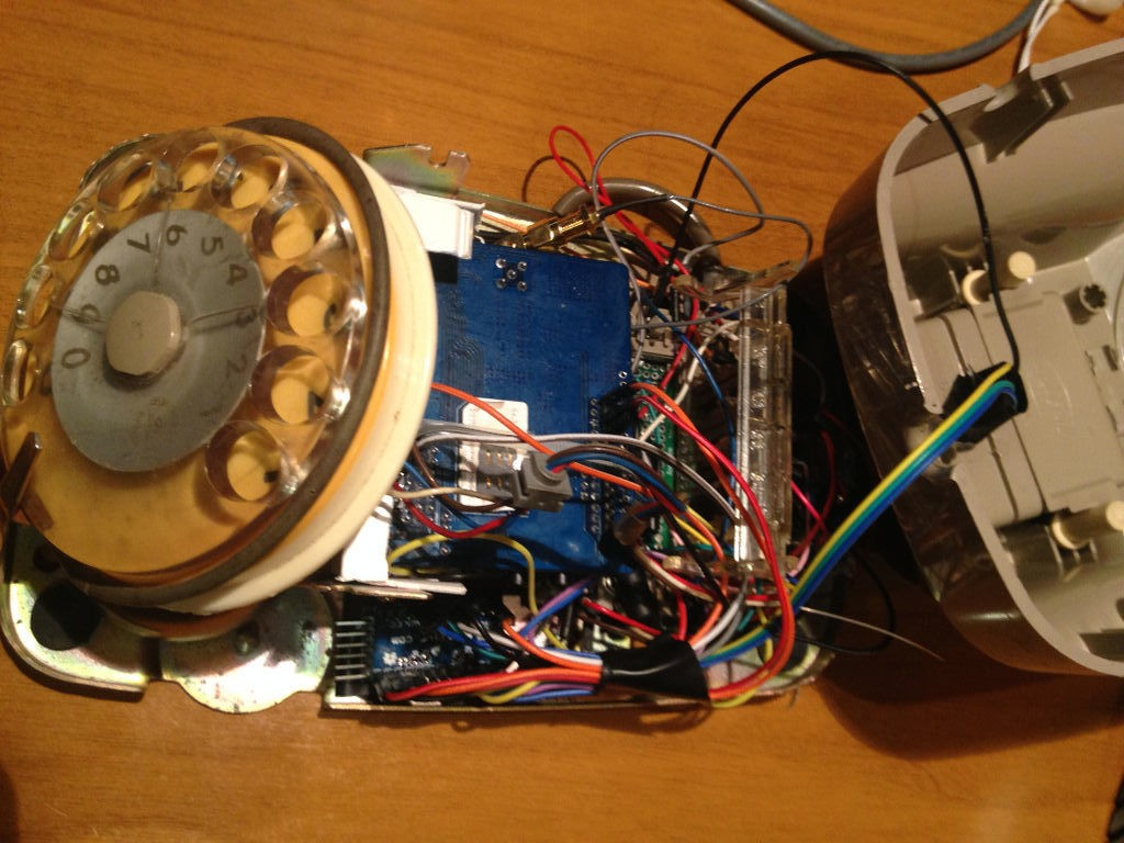 Hacking a rotary phone with an Arduino and a GSM shield 3