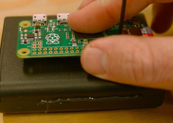 Raspberry Pi Zero Pirate Radio Throwie