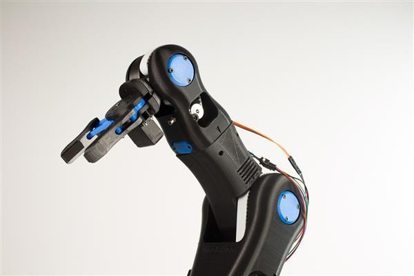 BCN3D Technologies develops open source 3D printed 'Moveo' robotic arm for schools