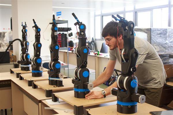 BCN3D Technologies develops open source 3D printed 'Moveo' robotic arm for schools 3