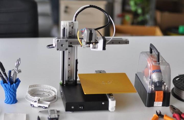 Kickstarter launch for compact, hackable 3D printer
