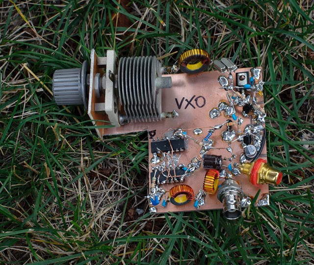 VXO — based PLL Frequency Synthesizer for 7 MHz 35