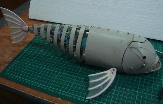 Robotic fish swims under Arduino control