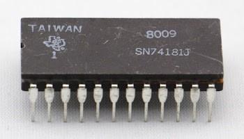 The 74181 ALU chip in a ceramic package.